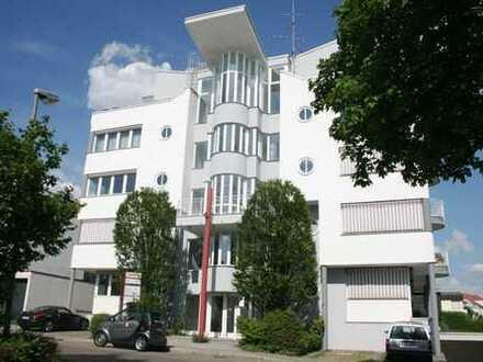 Gut aufgeteilte und sonnige Bürofläche in schönem, modernem Wohn-/ und Geschäftshaus zu vermieten!