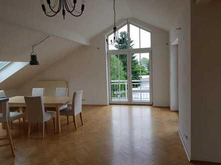 Schöne, geräumige drei Zimmer Wohnung in München, Am Hart