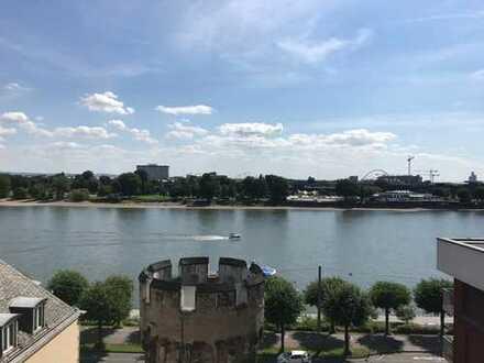 Alles auf einer Ebene mit herrlichem Blick zum Rhein und der Brücke