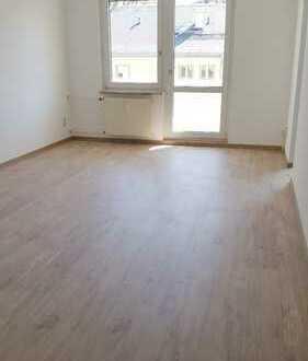 Frisch renoviert + Designbelag - 2 Raum Wohnung in Reichenbrand