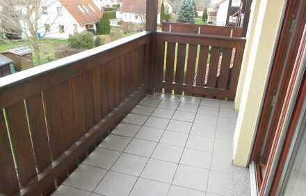 ==3.Zimmerwohnung im Dachgeschoss mit Balkon und Einbauküche in Aga==