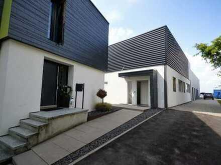 Repräsentatives Wohnhaus mit großzügiger Raumaufteilung mit angrenzender Gewerbehalle in Top-Lage!