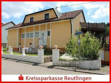 Solides Zweifamilienhaus mit herrlichem Garten