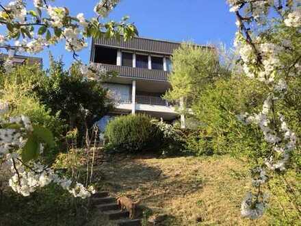 Haus in unverbaubarer Aussichtslage aufgeteilt in 3 ETW