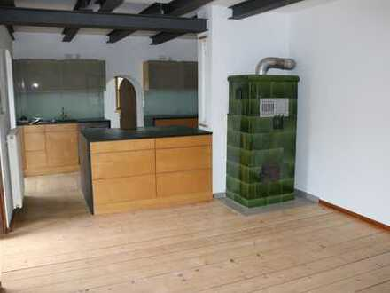 Schöne, vollständig renovierte 3 - Zimmer-Wohnung mit Kachelofen und Einbauküche in Laaber/Reiterhof