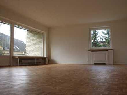 Sanierte 4-Zimmer-Wohnung mit Balkon und EBK in Flensburg/Solitüde unweit Strand und Wald
