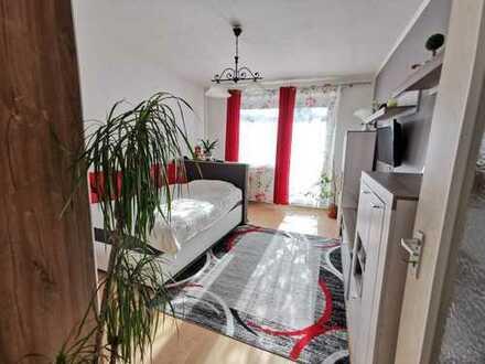 Gemütliche, möbilierte 1-Raum-Wohnung mit Balkon und EBK