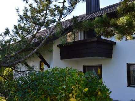 *Weßling - Schicke, helle 3,5 - Zimmer-Dachgeschoss-Wohnung mit kleinem Balkon