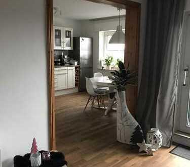 Neuwertige 2,5-Zimmer-Wohnung mit Balkon und Einbauküche in Voerde (Niederrhein)