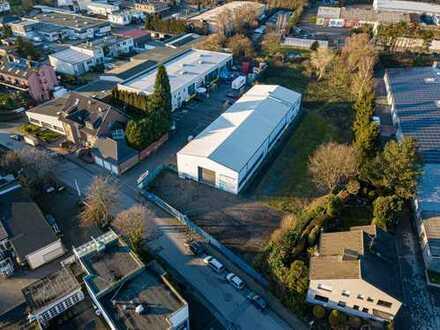 Vollständig umzäuntes Grundstück | 640 m² Hallenfläche | ausreichende Stellplätze | gute Anbindung