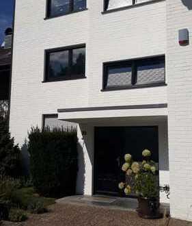 Vollständig renovierte 3,5-Zimmer-Wohnung mit Balkon in Moers- Schwafheim
