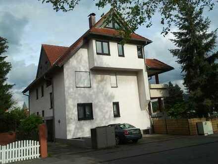 Stilvolle, vollständig renovierte 3-Zimmer-Maisonette-Wohnung mit Balkon und EBK in Darmstadt