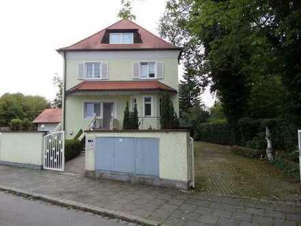 3-Zimmer-Wohnung in großer Villa mit Garten in München-Obermenzing