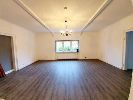 Großes Zimmer in heller Wohnung