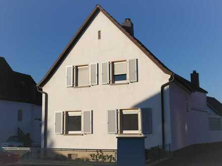Freistehendes Haus mit grossem Garten, Garage, Stellplatz Hessheim