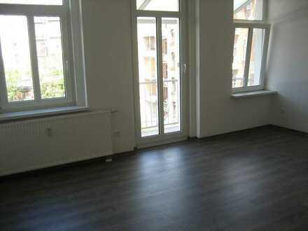 Schöne und moderne 3-Zimmer-Wohnung im 3. OG mit Wanne und Balkon - Seestr. 60 Plauen