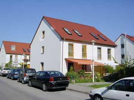 Großzügige Doppelhaushälfte in ruhiger, zentraler Lage (Beispielhaus)
