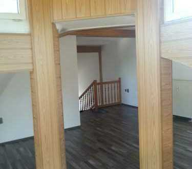sehr schöne 2-Zmmer-Dachgeschoß-Wohnung mit Balkon und Stellplatz