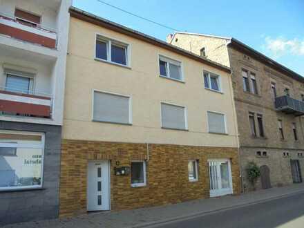 Sofort freie Wohnung mit neuer Einbauküchenzeile in Bad Münster am Stein