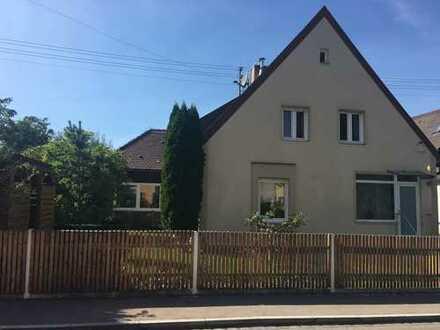 Schönes Haus mit acht Zimmern in Augsburg, Hochzoll Süd