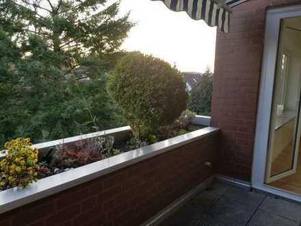 Sonnige, sehr gut geschnittene und frisch renovierte 3-Zi.-Whg. mit EBK und sehr schöner Terrasse