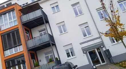 Schöne 3 Zimmer Wohnung, zentral gelegen inkl. Einbauküche und 2 Stellplätzen
