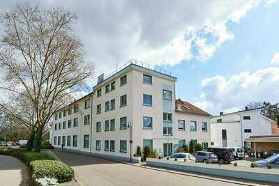 Helle Büro- /Service- /Atelier-Räume mit Galerie und Loftcharakter in Frankfurt-Hausen