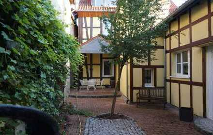 BURGDORF-KERNSTADT: Komfort Fachwerkhaus Maisonette -Whg. über zwei Ebenen / EBK und Garage
