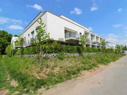 Edelsteinsteinviertel: Neuwertige 4-Zi.-ETW mit 2 Balkonen in grüner und zentraler Wohnlage