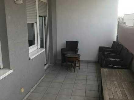 1 Zimmer mit eigenen Zugang von aussen, eigenes Bad, Balkon, eigene Etage