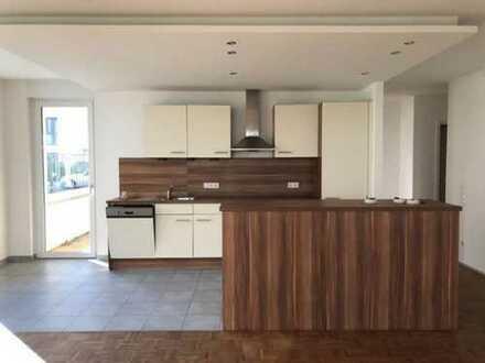 Schöne 3 Zimmer, offene Küche + Einbauküche + große Loggia