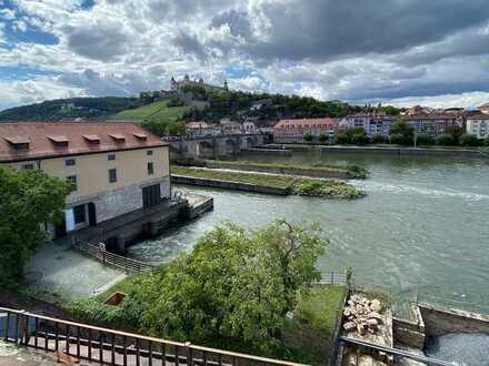 Attraktive freie DG-Wohnung mit Blick auf den Main und Festung