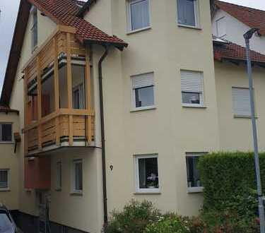 Schöne Wohnung mit zwei Zimmer zu vermieten. Der Erker gibt dem Wohnzimmer einen besonderen Flair.