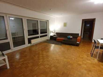 Stilvolle, vollständig renovierte 2-Zimmer-Wohnung mit Balkon und Einbauküche in Stuttgart