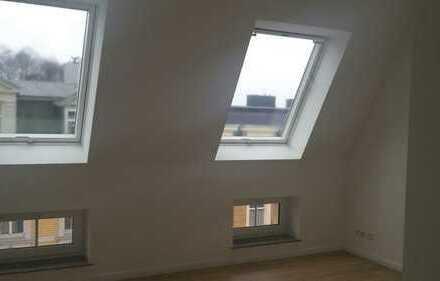 helle 3- Zimmer Wohnung, Fußbodenheizung, Dachgeschoss