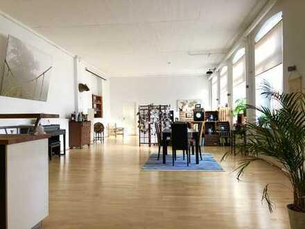 Charmante Top Designer-Loftwohnung im ehemaligen Fabrikgebäude!