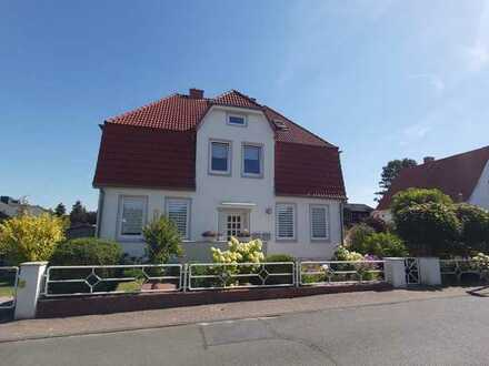 Helle 3 - 3,5 Zimmer Maisonettewohnung mit Gartenanteil, Einbauküche und Tageslichtbad.
