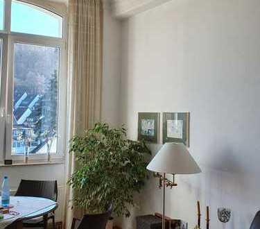 Lichtdurchflutete 4-Raum-Wohnung mit Balkon und Einbauküche
