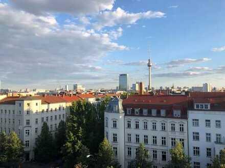 Geschmackvolle und geräumige 5-Zimmer-Wohnung mit Balkon und Einbauküche in Prenzlauer Berg, Berlin