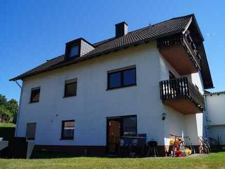 Postbank Immobilien präsentiert: Gepflegtes Dreifamilienhaus in Herforst zu verkaufen.