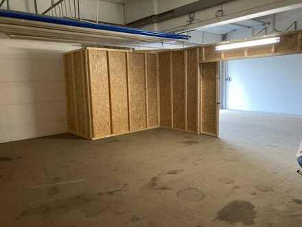 Lager- bzw. Werkstatthalle (abgetrennte Box mit 45 qm) beheizt, WC und ebenerdiger Zufahrt mit Tor