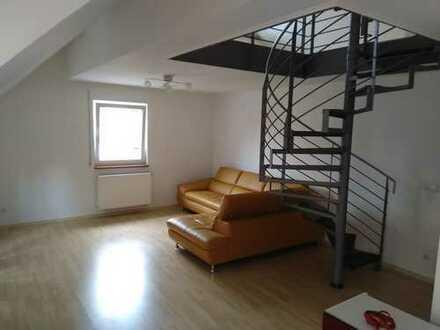 Freundliche 2-Zimmer-Dachgeschosswohnung mit Einbauküche in Allach, München