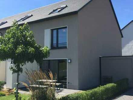Neues Reihenendhaus mit Erstbezug! 145qm, 5 Zimmer, 2 Badezimmer, EBK, Terrasse, Garten in TUT