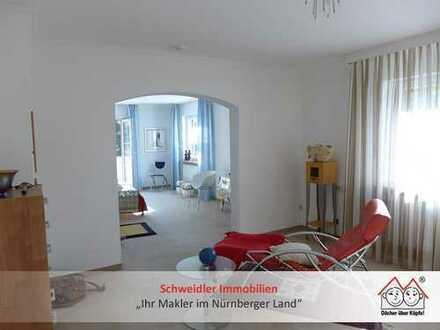 Loftfeeling in alter Villa: 2,5-Zimmer-Wohnung mit tollem Balkon & Blick in Behringersdorf