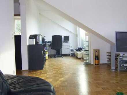 Moderne helle DG Wohnung in Bochums Zentrum