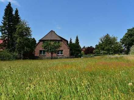 Bauplatz für Doppelhaus & sanierungsbedürftiges Bauernhaus auf großem Grundstück