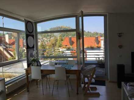 Attraktive 2,5-Zimmer-Penthouse-Wohnung mit Balkon und EBK in Pfullingen