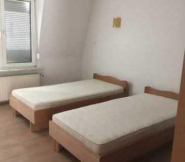 Für Baufirmen oder Ähnliches als Mitarbeiterunterkunft ; möbliertes Haus mit 9 Schlafzimmern