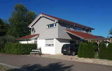 Ab 01 Juli frei: Schönes, geräumiges Haus mit fünf Zimmern in Konstanz (Kreis), Gottmadingen