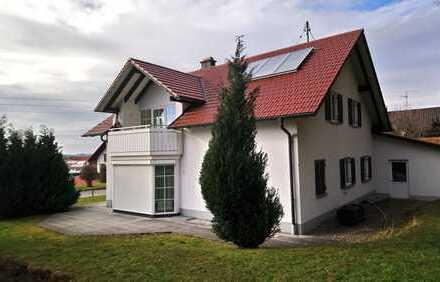 Gepflegte 2-Zimmer-Wohnung mit Garten und Einbauküche in Wolfertschwenden